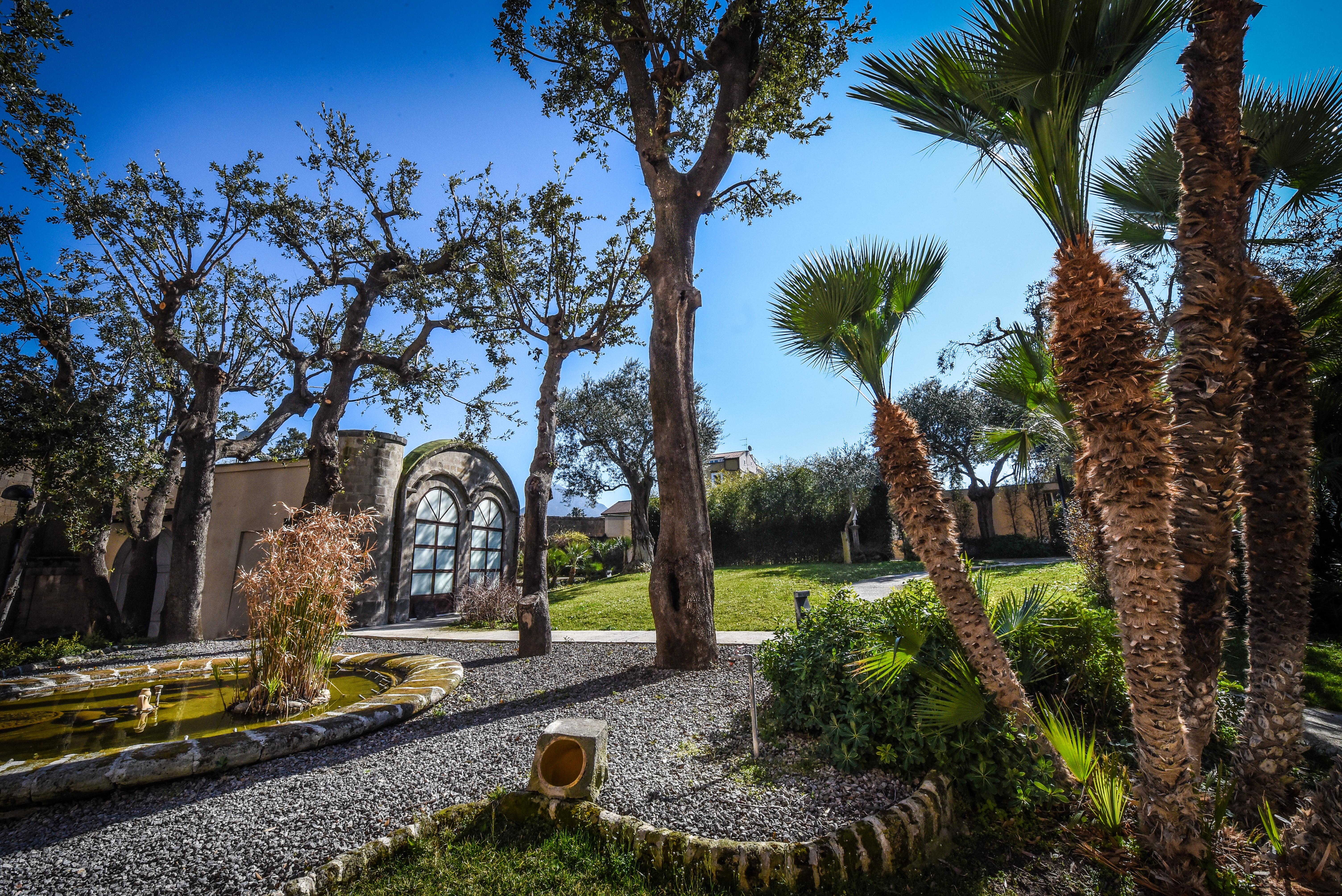 Villa-Crawford-Garden